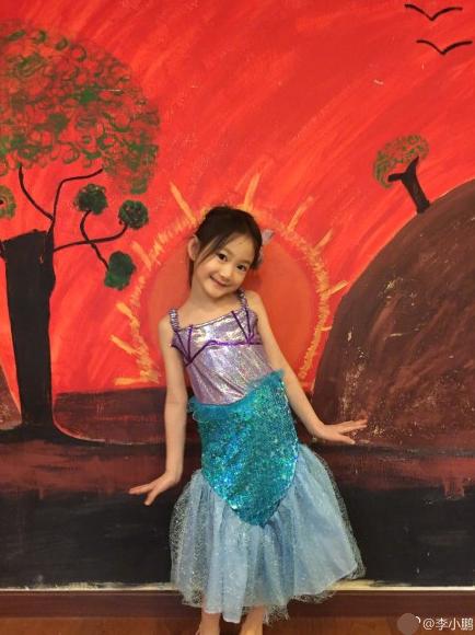 奥莉化身小小美人鱼 网友:好美的小仙女