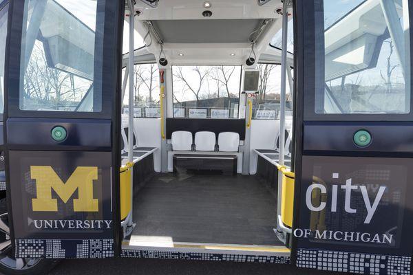 校园无人车今秋将部署 没有方向盘可乘坐15人-科技传媒网