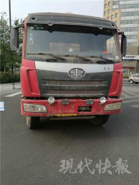 城市  登录 近日,连云港市交警支队海州二大队民警在执勤时,一辆车牌