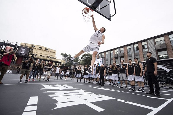 【影片】湯神變「活寶」!一趟中國行湊齊五大糗  卻圈粉無數-Haters-黑特籃球NBA新聞影音圖片分享社區