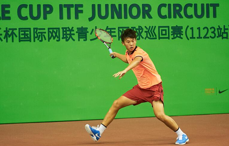 北京时间7月8日13点30分,央视高尔夫网球频道将直播这两位中国球员