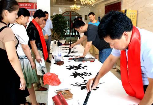 商丘宗传美术家庭教育报告暨书画交流会举行
