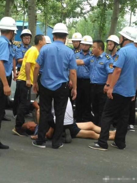 山西夏县11辆执法车被掀10人伤:村民受个别人煽动