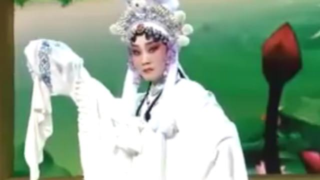 实拍美女演唱秦腔《红灯记》选段