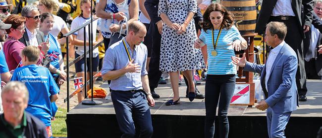 变身小顽童!威廉王子凯特王妃夫妻俩比赛停不下来……