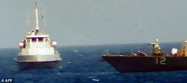 """伊朗称再遭""""挑衅"""":美军逼近伊船 发射闪光弹(图)"""