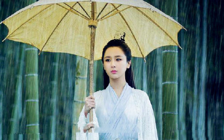 撑着油纸伞的古装美女 赵丽颖杨紫等谁惊艳了你?