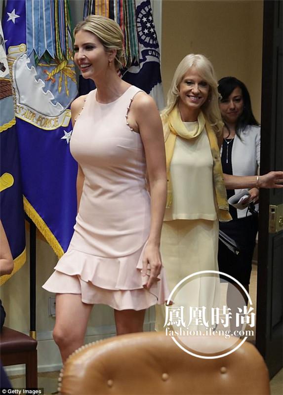 特朗普女儿身材太好 旁边的人看呆了