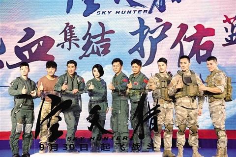 《空天猎》李晨没钱请女演员 范冰冰没坐歼20很遗憾