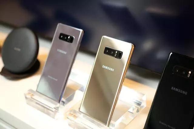 当然,三星在手机市场其实并没有那么糟糕,反倒是很好,一直霸占着全球出货量第一大手机厂商的宝座。