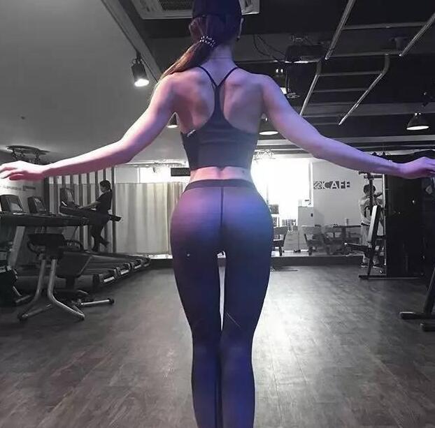 她叫李燕花,在musclemania韩国健体模特比赛中夺得桂冠,下面来欣赏下