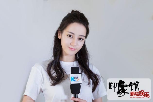 迪丽热巴:工作上杨幂像长辈 生活上她就像姐姐