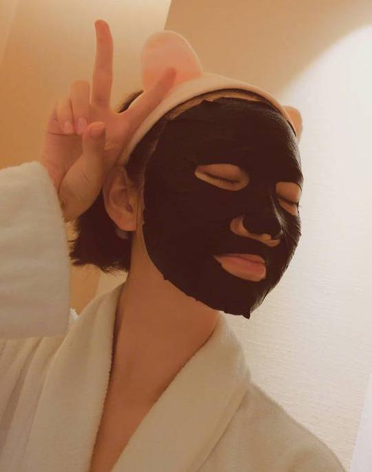 """景甜發布一組素顏自""""黑""""照少女感爆棚"""