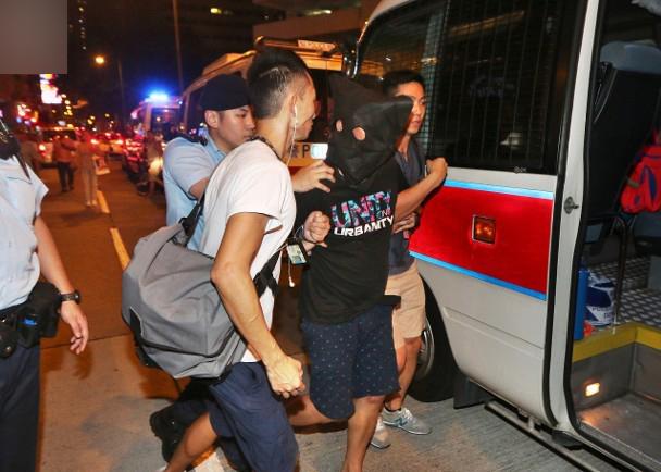 强奸抢劫卖淫女当场被抓 涉案男子持双程证来港