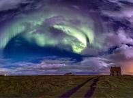 北极光与彩虹齐舞