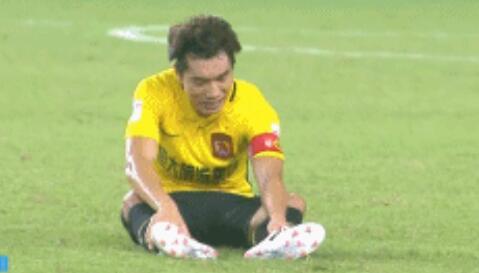 恒大伤病来袭!郑智26分钟因伤下场 竟被队友弄伤