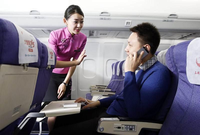 """飞机上快能玩手机了?来看看解禁令背后的那些""""辛酸""""往事"""