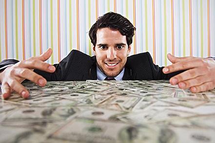 全球有钱人变更有钱了:1%的人坐拥45%的世界财富