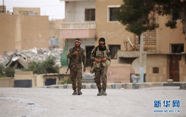 美军称极端组织已濒临崩溃:上千武装分子缴械投降