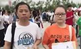 父女俩考上同一所大学 一起参加军训