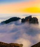 龟峰:云雾飘渺间那张秋天的脸