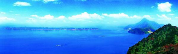 庐山西海水域面积308平方公里, 有3亩以上岛屿1667个,湖岛风光秀丽