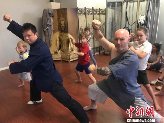 """""""洋弟子""""与中国功夫:关了跆拳道馆 改学中国功夫"""