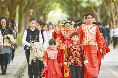 """""""爱留宁大"""" 31对校友举行集体婚礼"""