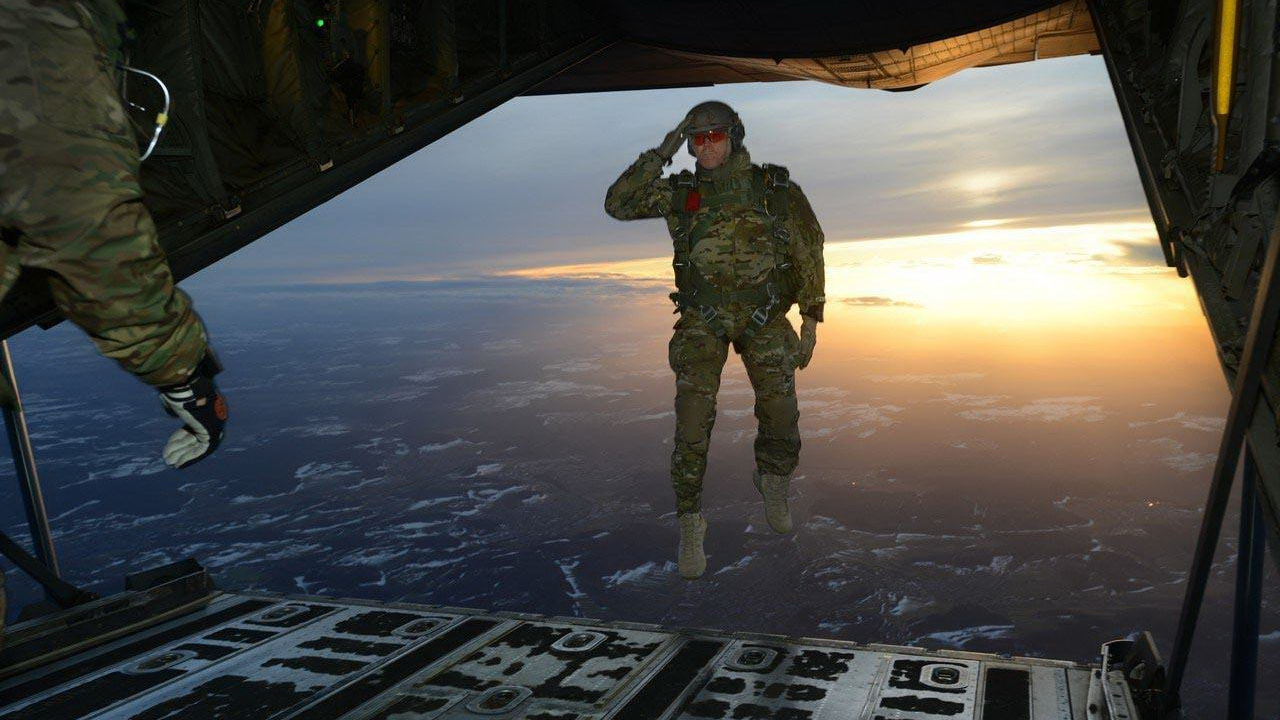凤凰军机处第136期 伞降型空降兵还有战役价值吗?