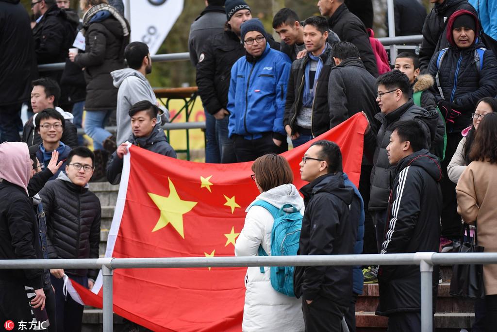 """""""藏独""""闹球场 德媒称:中国必须接受民主的抗"""