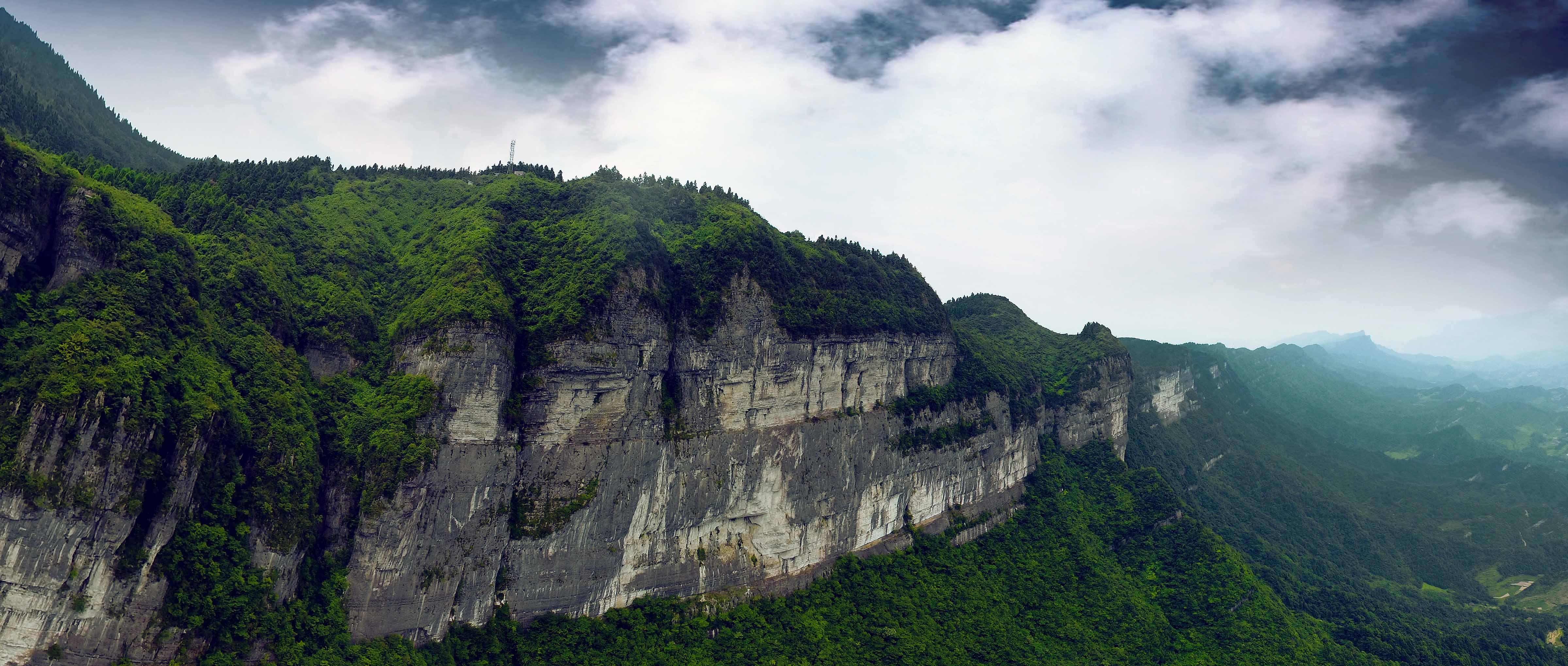 """重庆彭水县茂云山国家森林公园,属于彭水南部""""百里乌江画廊""""的中下段"""