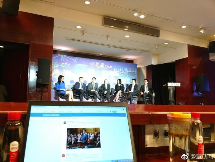 潘石屹和王晓峰、张旭豪一起讨论共享经很热血