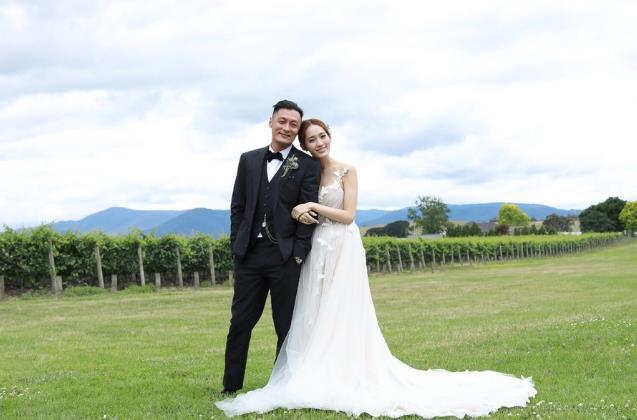 余文乐在墨尔本低调结婚 与王棠云认爱1年感情修成正果 - 点击图片进入下一页