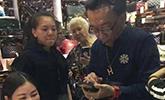 侯耀华给女徒弟安娜金买香奈儿假包视频来了!