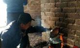 驴友长城烽火台内烧火做饭 烧焦城墙墙体