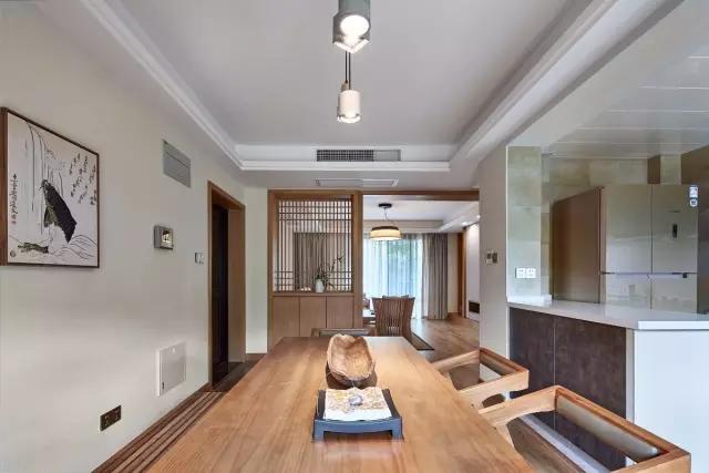 135㎡日式三居将电视墙做成隐形门