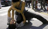 惠州男子当街被围攻 有街坊大喊:打得好