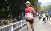 体育老师意外走红!怀孕5个月还跑马拉松