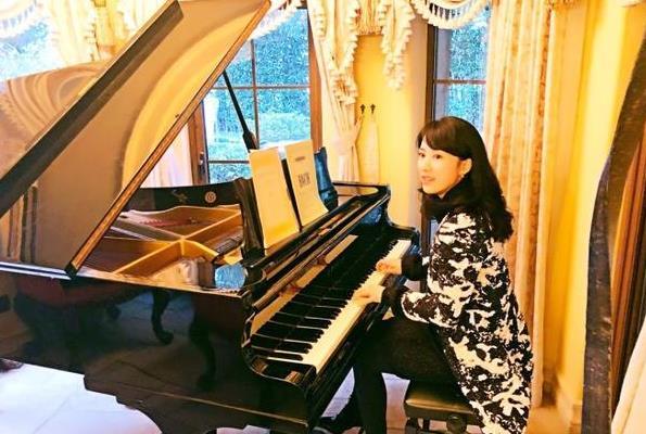 阔太李念弹钢琴好优雅 一个细节被网友质疑假弹?