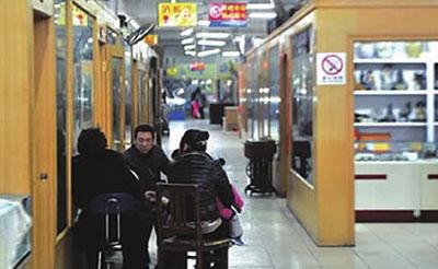 """线上交易拍""""冷""""长沙传统古玩城:人气寥落生意萧条"""