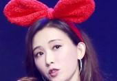 她戴兔耳朵似少女