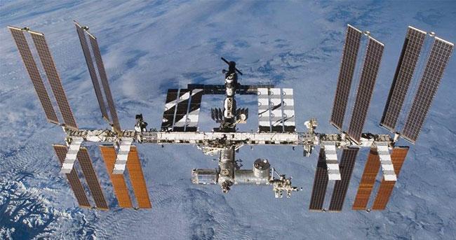 从太空中的空间站跳下多久能到地面?