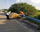 31臺冰箱空調掉落高速 民警連追五公里攔下司機