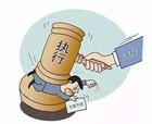 """宁陵县法院:执行干警张贴公告 """"老赖""""主动现身还款"""