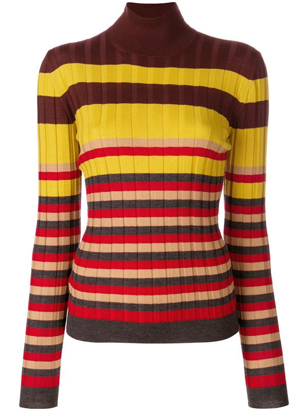像ella陈嘉桦这件红蓝白拼色毛衣就结合了破洞,流苏与撞色多个元素