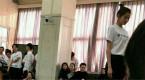 关晓彤参加北电期末考试 穿校服排练青春无限