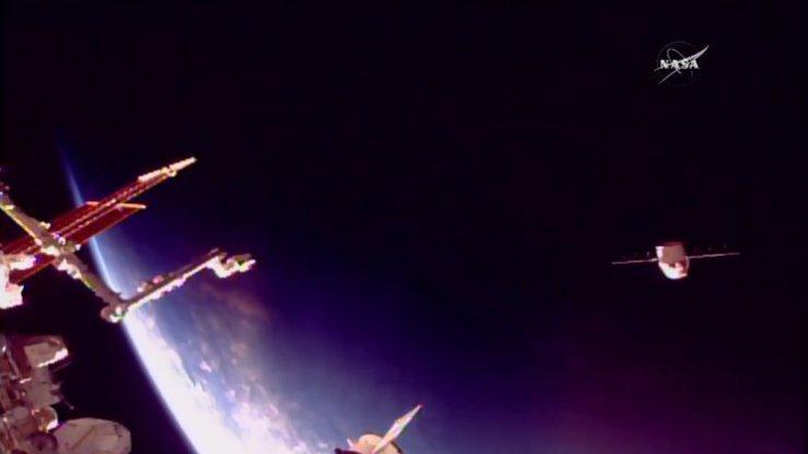 "SpaceX二手""龙""飞船从空间站返回地球 两次成功完成补给任务"