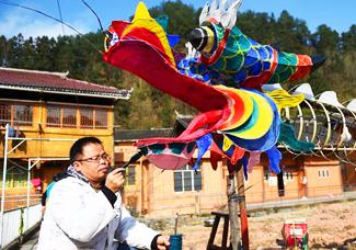 贵州台江:扎彩龙 迎新年