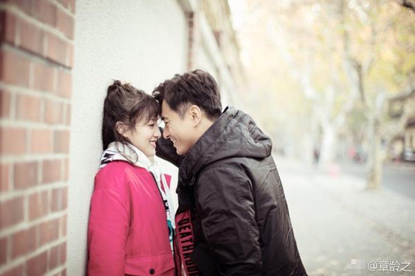 陈龙街头壁咚章龄之大撒狗粮 眼神里满满都是爱