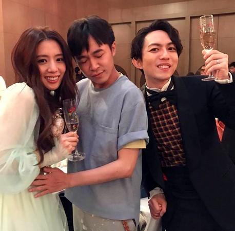"""果然""""送子哥""""!吴青峰6个月前曾与林宥嘉爱妻合影"""